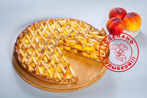 Сладкий пирог с персиками
