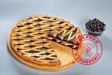 Сладкий пирог с черной смородиной